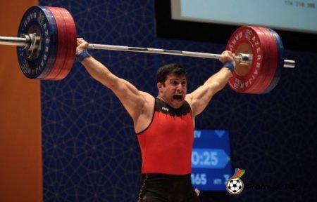 Ağır atlet Rövşən Fətullayev bürünc medala layiq görülüb